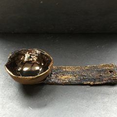 Cuillère grès noir, émail, cire dorée